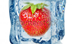 Stock-photo-ice-cube-and-strawberry-isolated-on-a-white-background-118886623