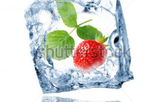Stock-photo-strawberry-in-ice-cube-71010628