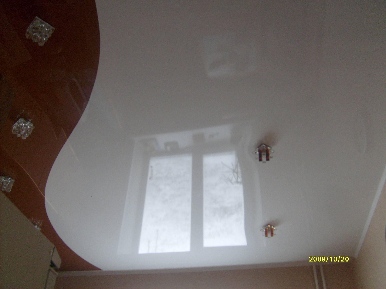 Натяжные потолки два цвета фото